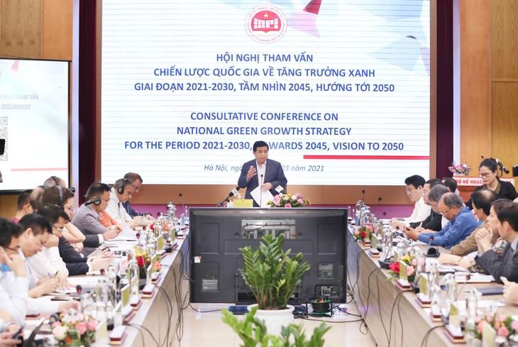 Bộ trưởng Bộ Kế hoạch và Đầu tư Nguyễn Chí Dũng phát biểu tại Hội nghị tham vấn Dự thảo Chiến lược quốc gia về tăng trưởng xanh giai đoạn 2021 - 2030, tầm nhìn 2045, hướng tới 2050. Ảnh: Việt Anh
