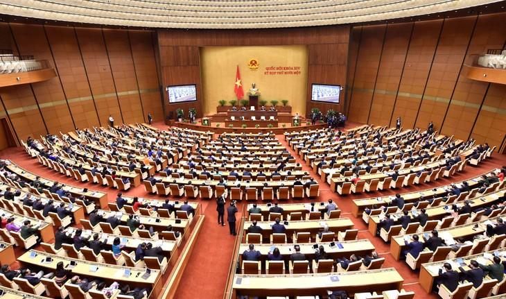 Tại Phiên bế mạc, Quốc hội biểu quyết thông qua Nghị quyết về tổng kết công tác nhiệm kỳ 2016 - 2021 của Quốc hội, Chủ tịch nước, Chính phủ, Tòa án nhân dân tối cao... Ảnh: Quý Bắc