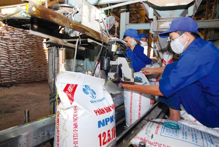 Hồ sơ mời thầu Gói thầu Mua phân bón NPK ở Bình Thuận yêu cầu nhà thầu phải có đại lý phân phối phân bón trên địa bàn tỉnh Bình Thuận. Ảnh: Tiên Giang