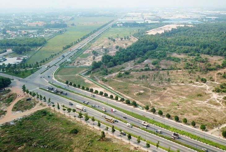 Công ty TNHH Cầu đường Đồng Phú từng trúng 2 gói thầu xây lắp thuộc Dự án Xây dựng đường giao thông phía tây Quốc lộ 13 kết nối Chơn Thành - Hoa Lư. Ảnh minh họa: Song Lê
