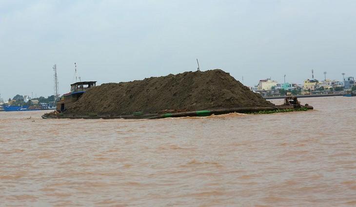 Khu mỏ cát trên sông Tiền có diện tích 60,3 ha, trữ lượng ước tính 2.372.500 m3. Ảnh: Lê Tiên