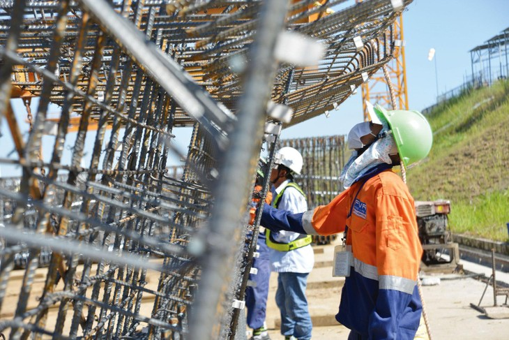 Sắt thép chiếm tỷ lệ khá lớn trong giá trị các công trình xây dựng. Ảnh: Nhã Chi