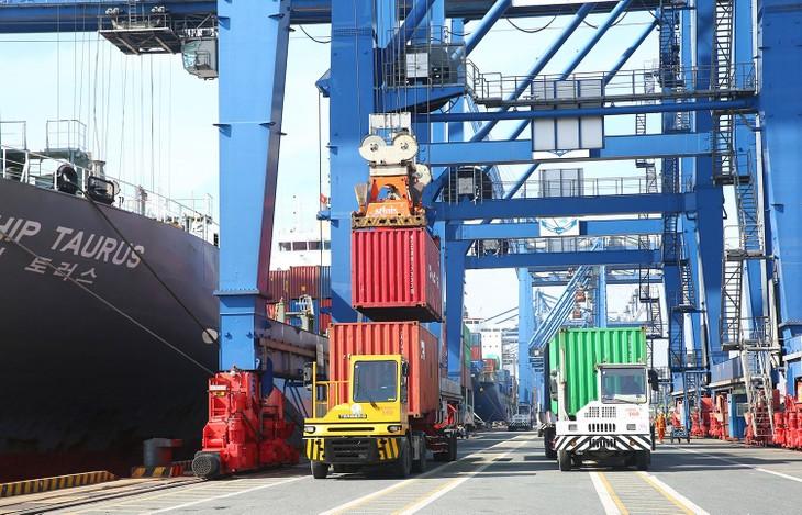Trong 3 tháng đầu năm 2021, tổng trị giá xuất khẩu của Việt Nam đạt 78,40 tỷ USD, tăng 23,7% so với cùng kỳ năm 2020. Ảnh: Phú An