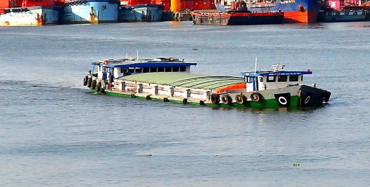 Công ty CP Đại lý vận tải biển Hoàng Long vừa được lựa chọn thực hiện Gói thầu Dịch vụ vận chuyển clinker vào Công ty Xi măng Hạ Long. Ảnh minh họa: Nhã Chi