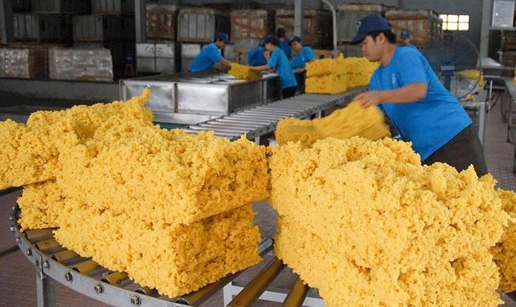 3 tháng đầu năm, kim ngạch xuất khẩu nhóm hàng cao su ước đạt 5,97 tỷ USD, tăng 6,6% so với cùng kỳ năm 2020. Ảnh: Minh Trí