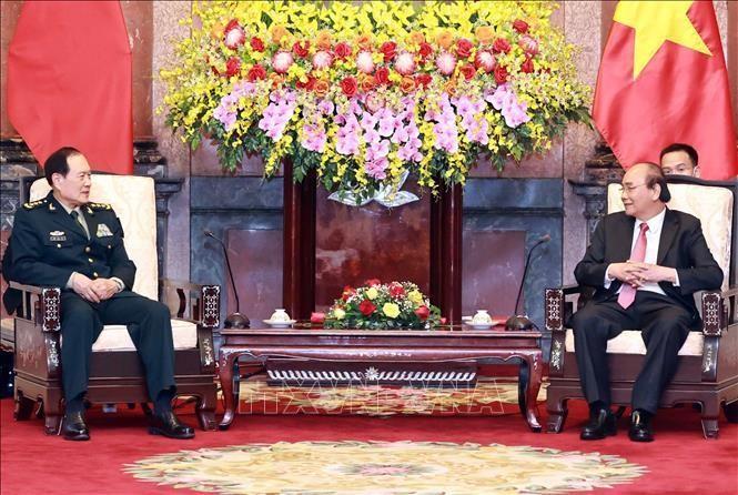 Chủ tịch nước Nguyễn Xuân Phúc và Thượng tướng Ngụy Phượng Hòa, Bộ trưởng Bộ Quốc phòng Trung Quốc - Ảnh: TTXVN