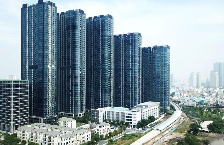 Trái ngược với không khí sôi động của thị trường bất động sản đất nền và thổ cư, thị trường căn hộ cao cấp gần đây lại ế ẩm. Ảnh: Lê Tiên