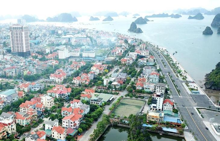 Chính phủ sẽ tiếp tục thực hiện những đột phá chiến lược trong phát triển kết cấu hạ tầng, kinh tế vùng, kinh tế biển, lấy các đô thị làm động lực phát triển vùng… Ảnh: Lê Tiên