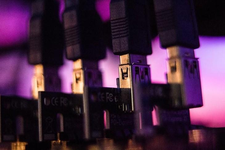 Đồng Internet Computer giao dịch ở mức giá 370,3 USD - Ảnh: Bloomberg