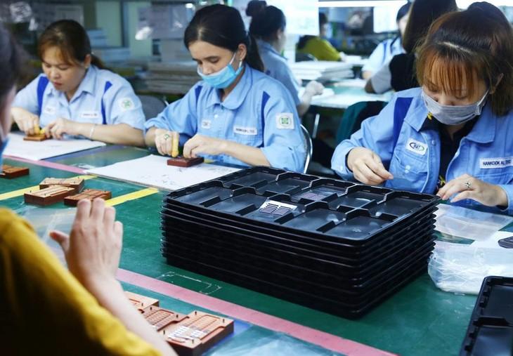 Kim ngạch xuất khẩu tháng 4/2021 đạt 26,55 tỷ USD, giảm 10,5% so với tháng trước. Ảnh: Lê Tiên