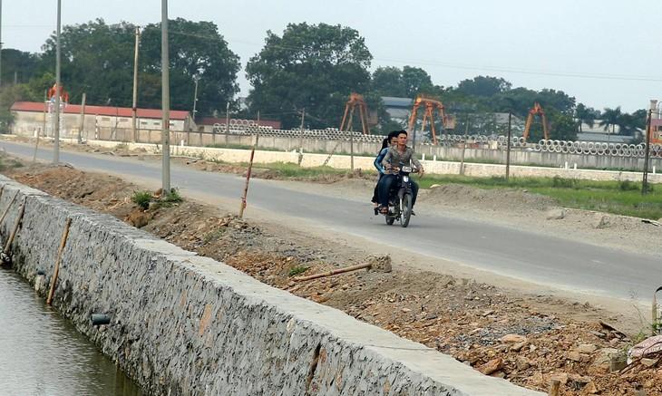 Gói thầu Xây dựng thuộc Dự án Nâng cấp đường Trúc Ly - Hàm Ninh do Ban Quản lý dự án đầu tư xây dựng và Phát triển quỹ đất huyện Quảng Ninh làm chủ đầu tư. Ảnh minh họa: LTT