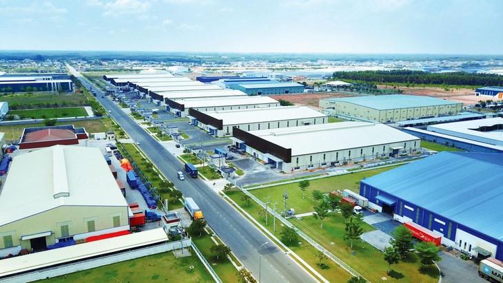 Việc duy trì hoạt động bình thường tại các khu công nghiệp, các nhà máy sản xuất là một trong những yếu tố hỗ trợ phục hồi tăng trưởng kinh tế. Ảnh: Lê Tiên