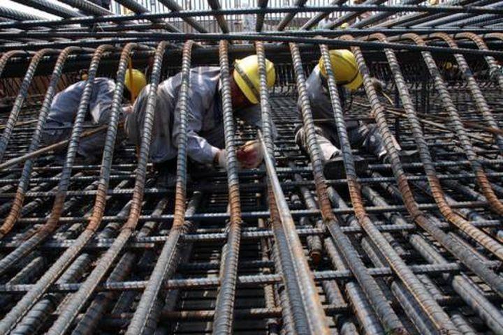Giá thép xây dựng hiện tăng 40-45% so với thời điểm cuối năm 2020 khiến các nhà thầu điêu đứng (ảnh: internet)