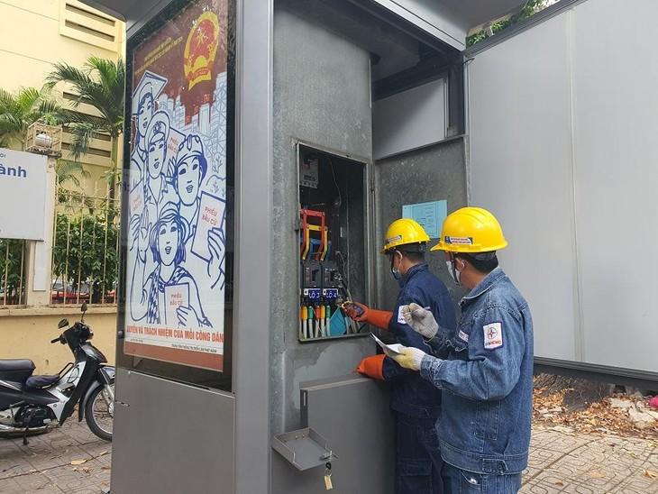 Các công ty điện lực kiểm tra hệ thống điện tại trụ sở cơ quan chỉ đạo và cơ quan tổ chức thực hiện công tác bầu cử, các địa điểm bầu cử