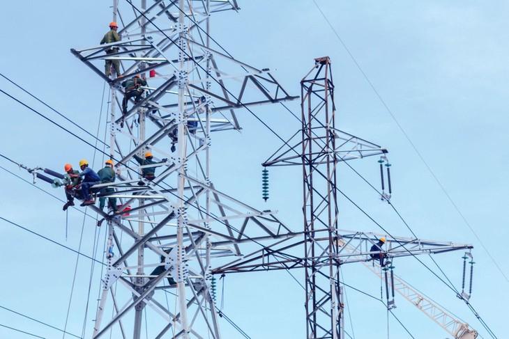 Dự án Đường dây 500 kV mạch 3 có quy mô xây dựng mới gần 742 km đường dây 500 kV mạch kép với 1.608 vị trí cột, đi qua 9 tỉnh, thành phố. Ảnh: Thế Anh