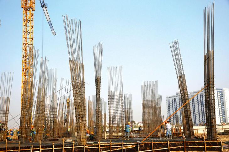 Theo số liệu của một số hợp đồng xây dựng công trình sử dụng vốn ngân sách nhà nước thi công trong quý I/2021, tỷ lệ thiệt hại do giá thép tăng đột biến dao động từ 4,5 - 6% tổng giá trị hợp đồng. Ảnh: Lê Tiên