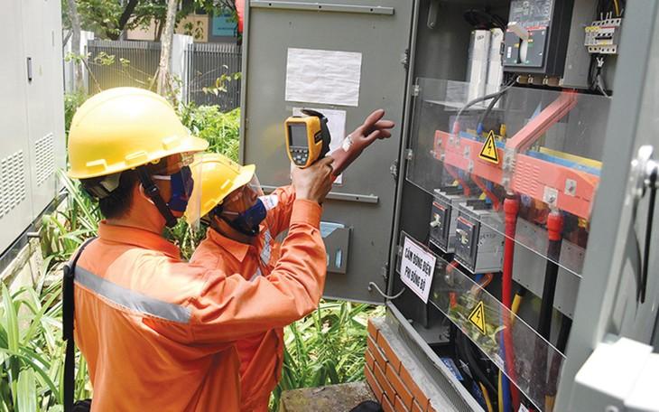Nắng nóng kéo dài dẫn tới nguy cơ quá tải, sự cố lưới điện