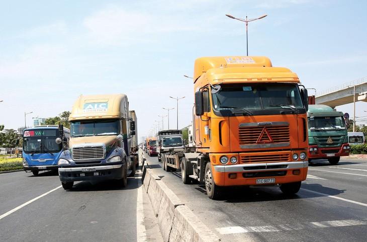 Chuyên gia nhận định, phương án cắt giảm, đơn giản hóa quy định về kinh doanh vận tải do Bộ Giao thông vận tải đề xuất chưa mang lại nhiều ý nghĩa cho doanh nghiệp. Ảnh: Lê Tiên