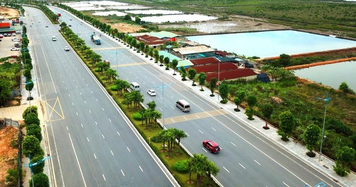 Ước tính tổng vốn đầu tư để hoàn thành 5.000 km đường cao tốc là khoảng 844.263 tỷ đồng. Ảnh: Song Lê