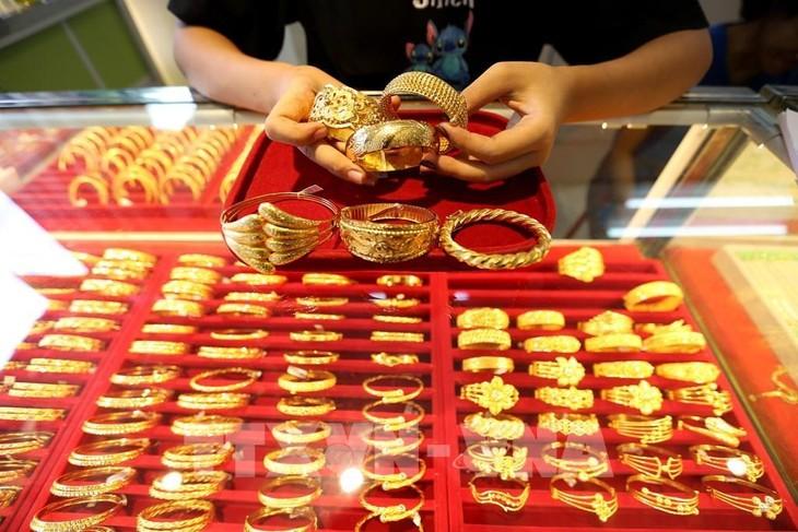 Giá vàng sáng 7/6 giảm dưới mức 57,5 triệu đồng/lượng. Ảnh: TTXVN phát