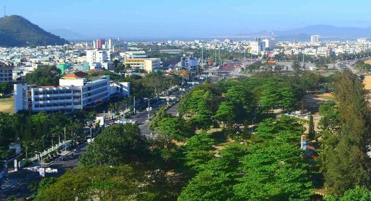 Khu đô thị mới Nhơn Bình tọa lạc trên tuyến đường Hùng Vương về trung tâm TP. Quy Nhơn và đường Điện Biên Phủ nối ra Quốc lộ 19. Ảnh: Tâm An