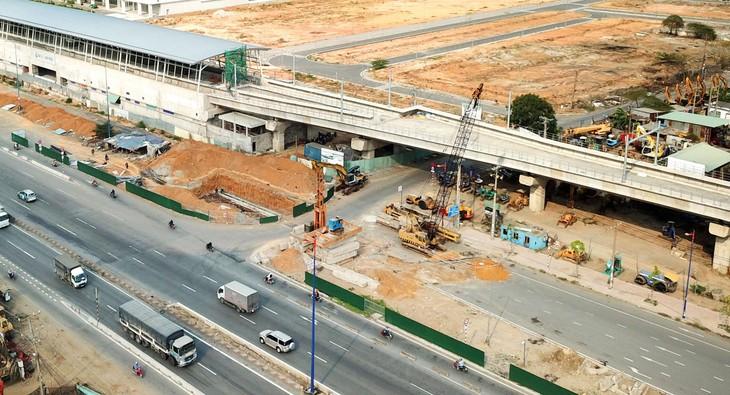 Dịch Covid-19 đã ảnh hưởng tiêu cực đến các dự án tuyến đường sắt đô thị tại TP.HCM. Ảnh: Lê Tiên