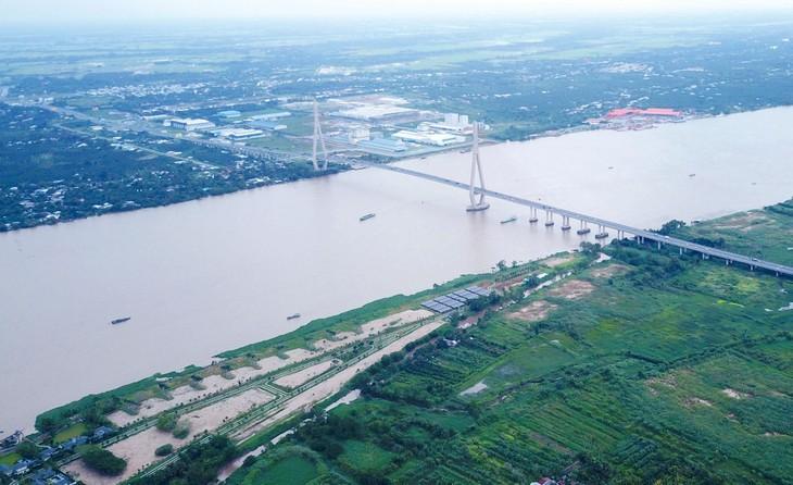 Công ty CP Lắp đặt điện nước IEE 24/7 đang cùng lúc triển khai 3 gói thầu đê kè tại Cần Thơ với tổng giá 540 tỷ đồng. Ảnh: Tiên Giang