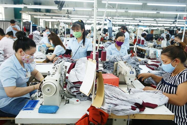 Nhiều doanh nghiệp dệt may lên kế hoạch mở rộng sản xuất trong năm 2021. Ảnh: Lê Tiên