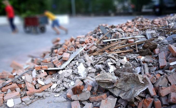 Bên mời thầu đã điều chỉnh các nội dung liên quan đến nhân sự và xác nhận vị trí đổ đất, rác thải xây dựng tại Gói thầu xây nhà làm việc Điện lực Hà Tiên. Ảnh minh họa: Nhã Chi