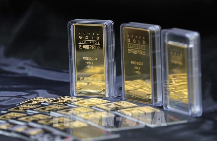 Giá vàng trong nước đang bám sát thị trường thế giới. Ảnh: TTXVN phát
