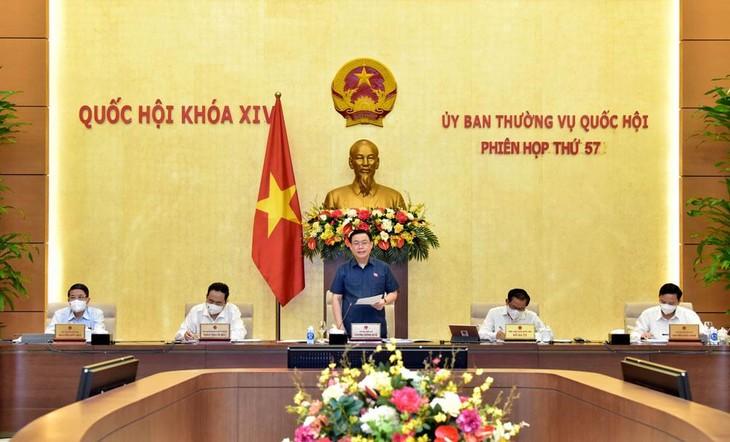 Sau khi thảo luận, Ủy ban Thường vụ Quốc hội đã nhất trí với dự kiến Chương trình xây dựng luật, pháp lệnh năm 2022. Ảnh: Lâm Hiển