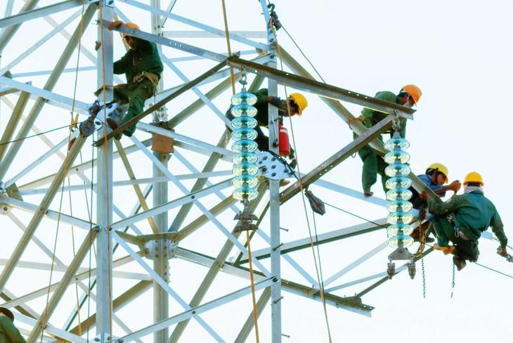 Các hướng dẫn áp dụng định mức đối với phần xây dựng đường dây truyền tải điện đến nay đã lạc hậu, gây khó khăn cho nhà thầu. Ảnh: Nguyễn Thế Anh