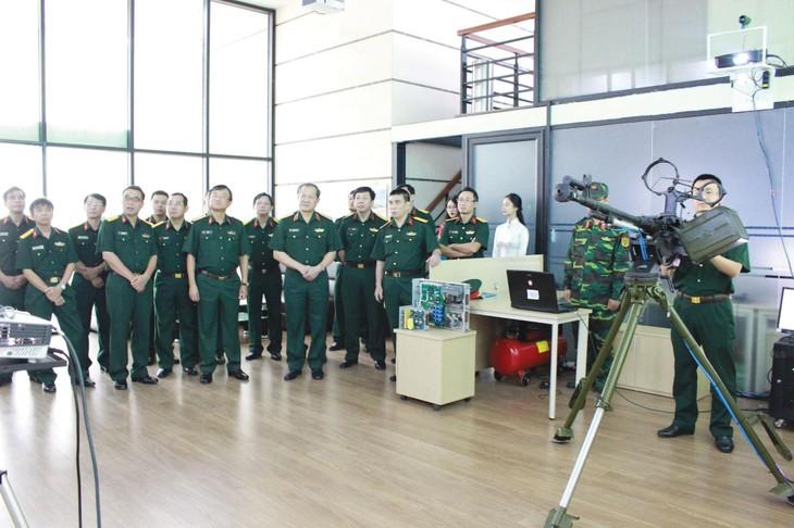 TECAPRO giới thiệu các hệ thống mô phỏng do Công ty nghiên cứu và chế tạo với Lãnh đạo Bộ Quốc Phòng