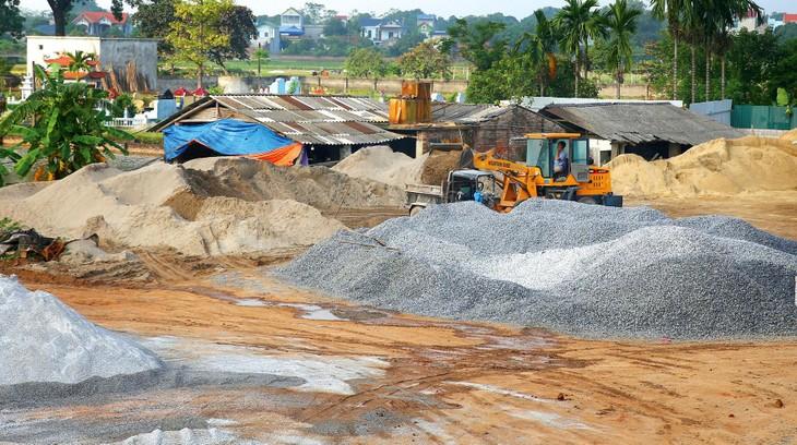 Hồ sơ mời thầu được điều chỉnh theo hướng cho phép nhà thầu đề xuất nguồn cung cát, đá bên ngoài tỉnh Sơn La, thay vì giới hạn phạm vi trên địa bàn Tỉnh. Ảnh minh họa: Nhã Chi