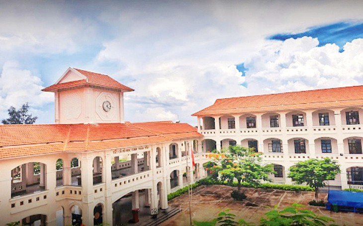 Gói thầu Khối 24 phòng học và các hạng mục phụ trợ thuộc Dự án Mở rộng Trường THPT Hậu Nghĩa (tỉnh Long An) trị giá trên 32 tỷ đồng. Ảnh: Phi Hải