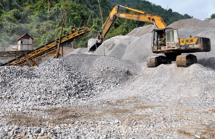 Việc thực thi cơ chế đặc thù trong cấp phép khai thác khoáng sản làm vật liệu xây dựng phần lớn do các địa phương triển khai thực hiện. Ảnh: Phạm Trọng