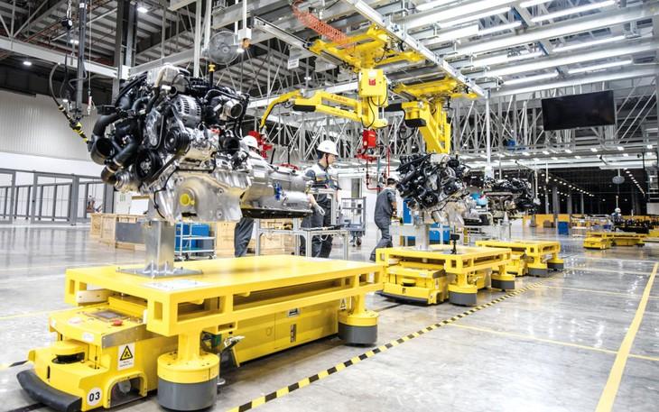 Trong 6 tháng đầu năm, khu vực công nghiệp và xây dựng tăng trưởng 8,36%, đóng góp 59,05% vào mức tăng chung của nền kinh tế. Ảnh: Lê Tiên