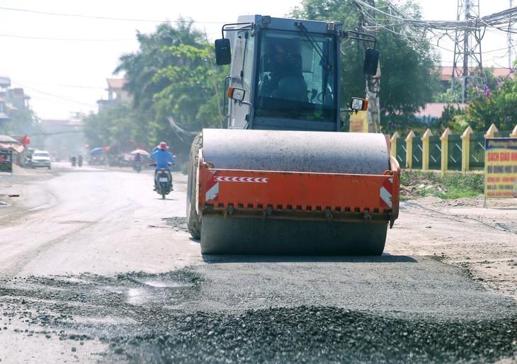 """Đấu thầu bảo trì đường cấp huyện tại Quảng Nam: """"Sân đấu"""" của nhà thầu địa phương?"""