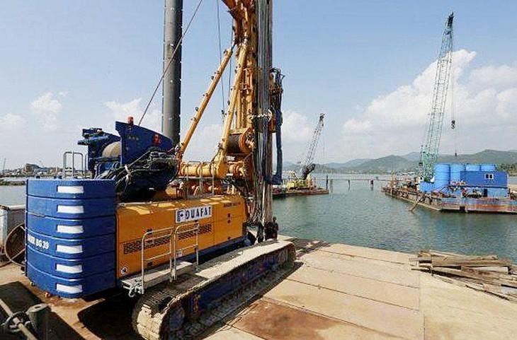 Công ty CP Tập đoàn ĐUA FAT hoạt động trong lĩnh vực san lấp mặt bằng, xử lý nền móng công trình… Ảnh: NC st