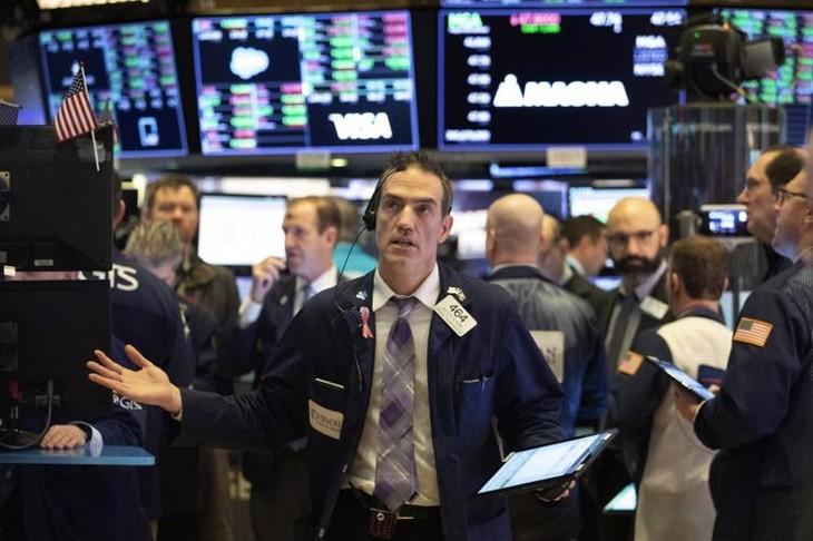 Các nhà giao dịch cổ phiếu trên sàn NYSE - Ảnh: Reuters.