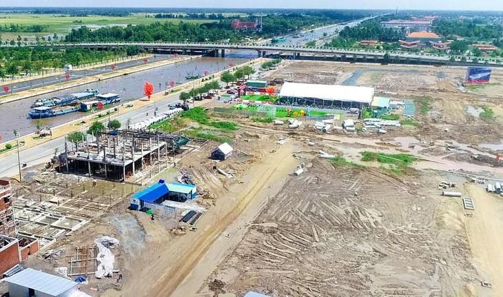 Gói thầu Xây dựng, cải tạo tuyến Kênh 62 có giá gói thầu 156,589 tỷ đồng thuộc Dự án Mở rộng, nâng cấp đô thị Việt Nam - Tiểu dự án TP. Vị Thanh, tỉnh Hậu Giang. Ảnh: Cát Tường