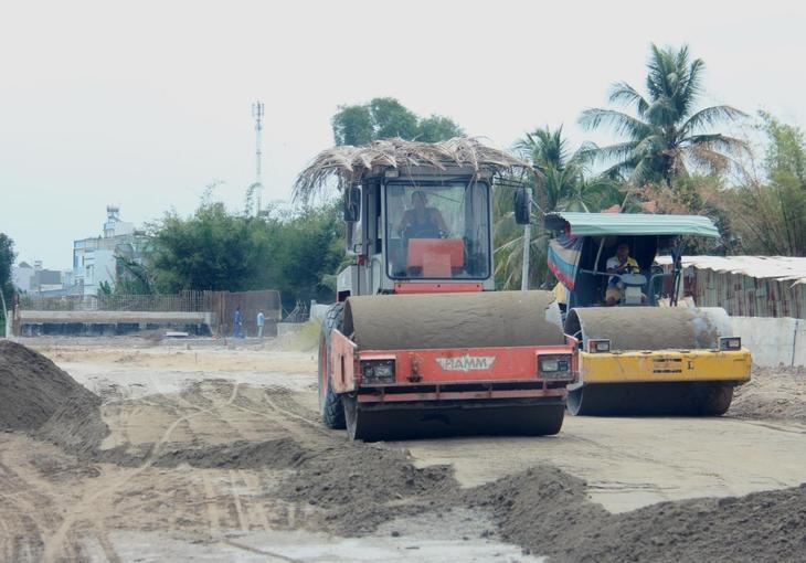 Gói thầu Thi công xây dựng thuộc Dự án Xây dựng hoàn trả, vuốt nối hệ thống đường giao thông và hệ thống thoát nước giải phóng mặt bằng thực hiện Dự án thành phần Đầu tư xây dựng đường bộ cao tốc đoạn Mai Sơn - Quốc lộ 45 có giá gói thầu là 30,229 tỷ đồng. Ảnh chỉ mang tính minh họa: Internet