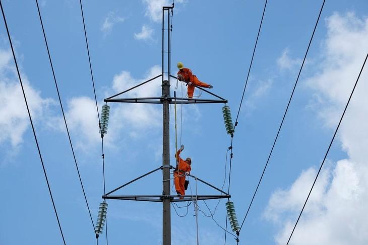 Gói thầu Tư vấn giám sát các công trình xây dựng và cải tạo lưới điện tỉnh Bắc Giang bổ sung năm 2021 - Lô 2 do Công ty Điện lực Bắc Giang làm chủ đầu tư. Ảnh minh họa: Thế Anh