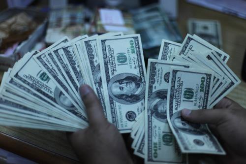 Giá USD tại Vietcombank sáng 14/7 giảm 10 đồng. Ảnh: TTXVN