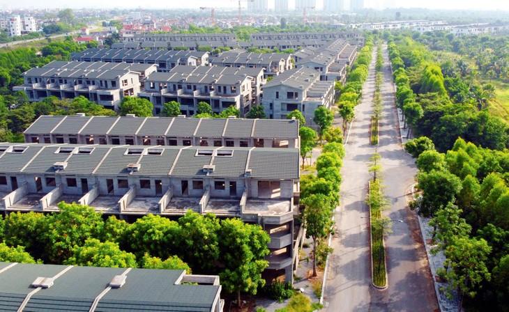 Khu đất Dự án Đầu tư xây dựng khu biệt thự và nhà phố vườn Sapo Palm Garden hiện có hơn 200 căn biệt thự, nhà phố được xây dựng thô
