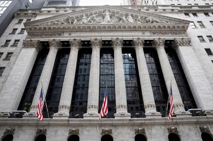 Mặt ngoài Sở giao dịch chứng khoán New York (NYSE) - Ảnh: Reuters.