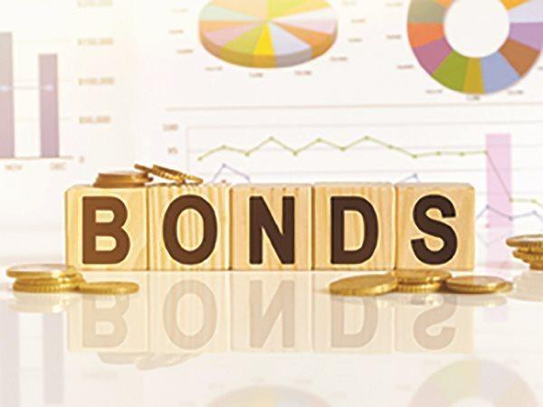 Việc phải bao tiêu số TPDN phát hành không phân phối hết đã góp phần đẩy tăng trưởng tín dụng của các ngân hàng lên, do theo quy định TPDN được tính vào dư nợ tín dụng. Khi đó, ngân hàng từ vai trò tư vấn phát hành lại trở thành bên cho vay hoặc nhà đầu tư bất đắc dĩ, tiềm ẩn rủi ro rất lớn.