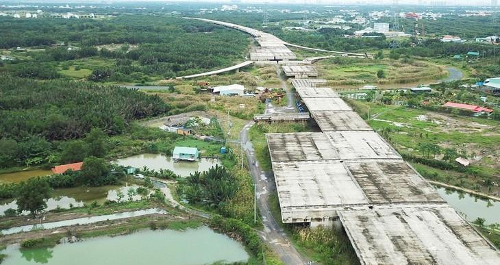 Trong tháng 7/2021, dịch Covid-19 bùng phát mạnh tại nhiều tỉnh, thành phố, ảnh hưởng đến việc thực hiện các dự án đầu tư công. Ảnh: Lê Tiên