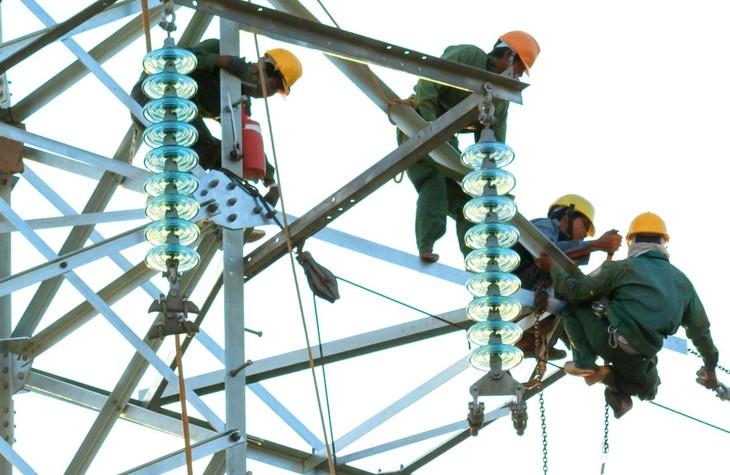 Việc đầu tư lưới điện truyền tải chưa đồng bộ với phát triển nguồn điện gây lãng phí nguồn lực. Ảnh: Thế Anh
