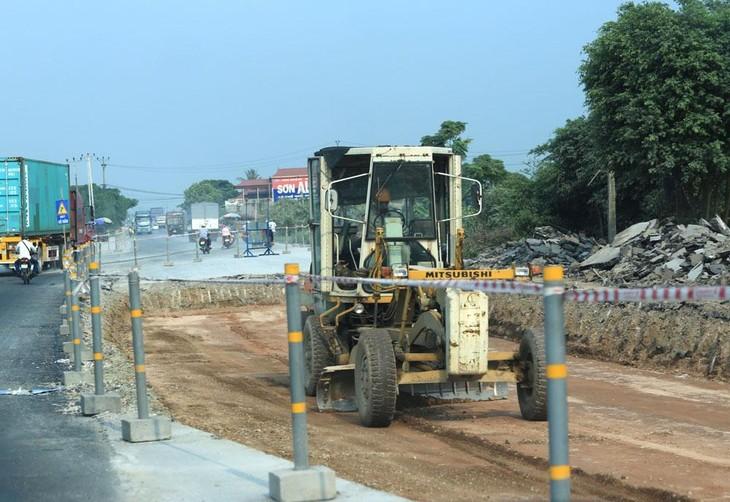 Gói thầu Dịch vụ công bảo trì thường xuyên hệ thống đường huyện trên địa bàn huyện Phú Ninh (Quảng Nam) năm 2021 do Công ty TNHH Tư vấn Xây dựng Đại Cường mời thầu. Ảnh minh họa: Lê Tiên